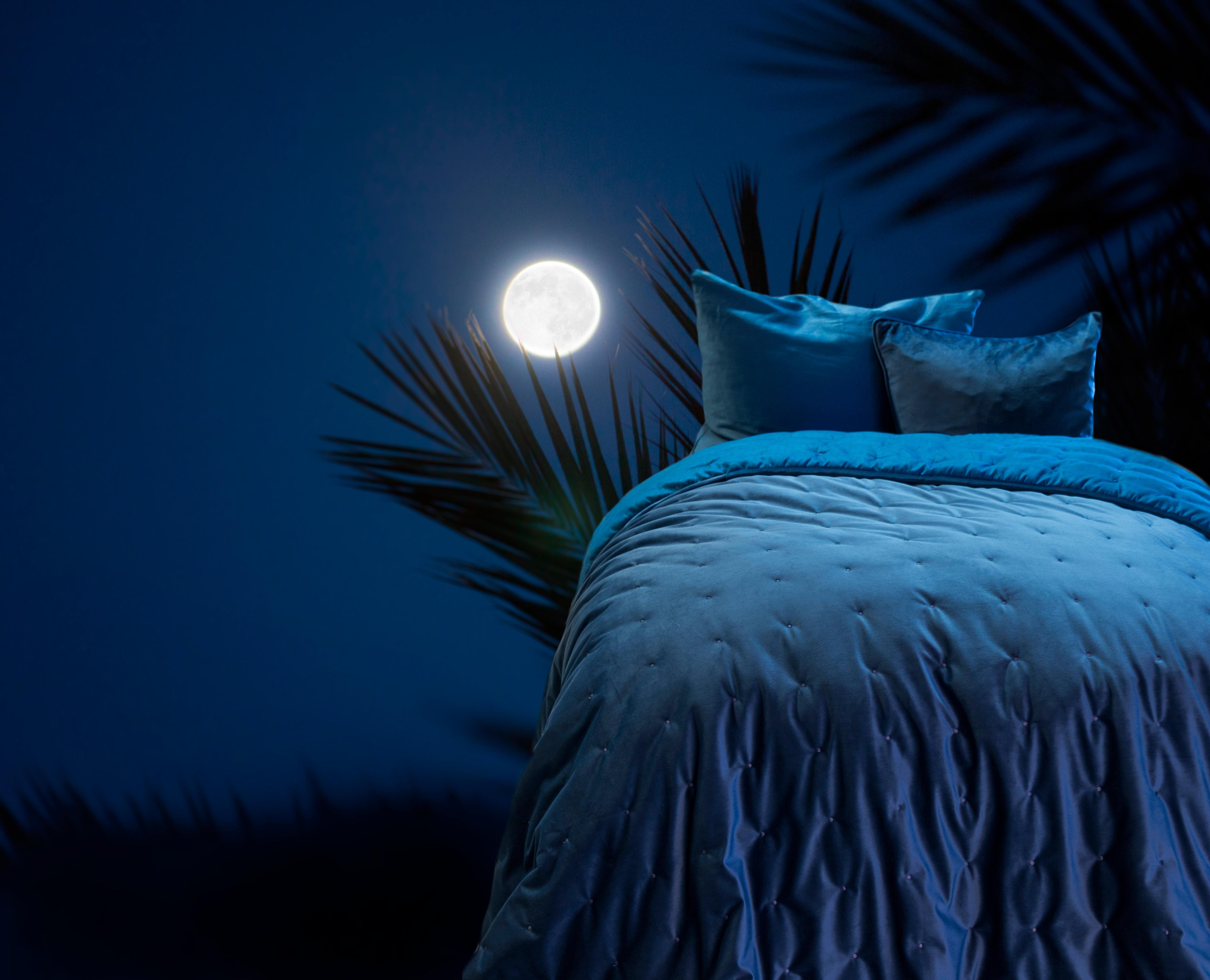 velour sengetæppe på tilbud