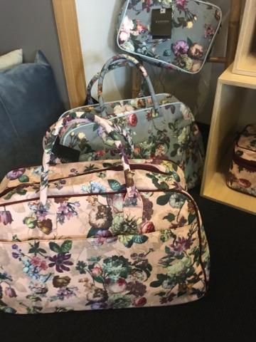 essenza ´fleur´ weekendtasker og toilettasker med blomster