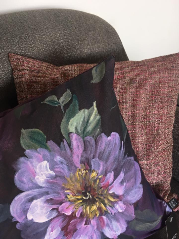 Eksklusive pyntepuder med blomster og farver