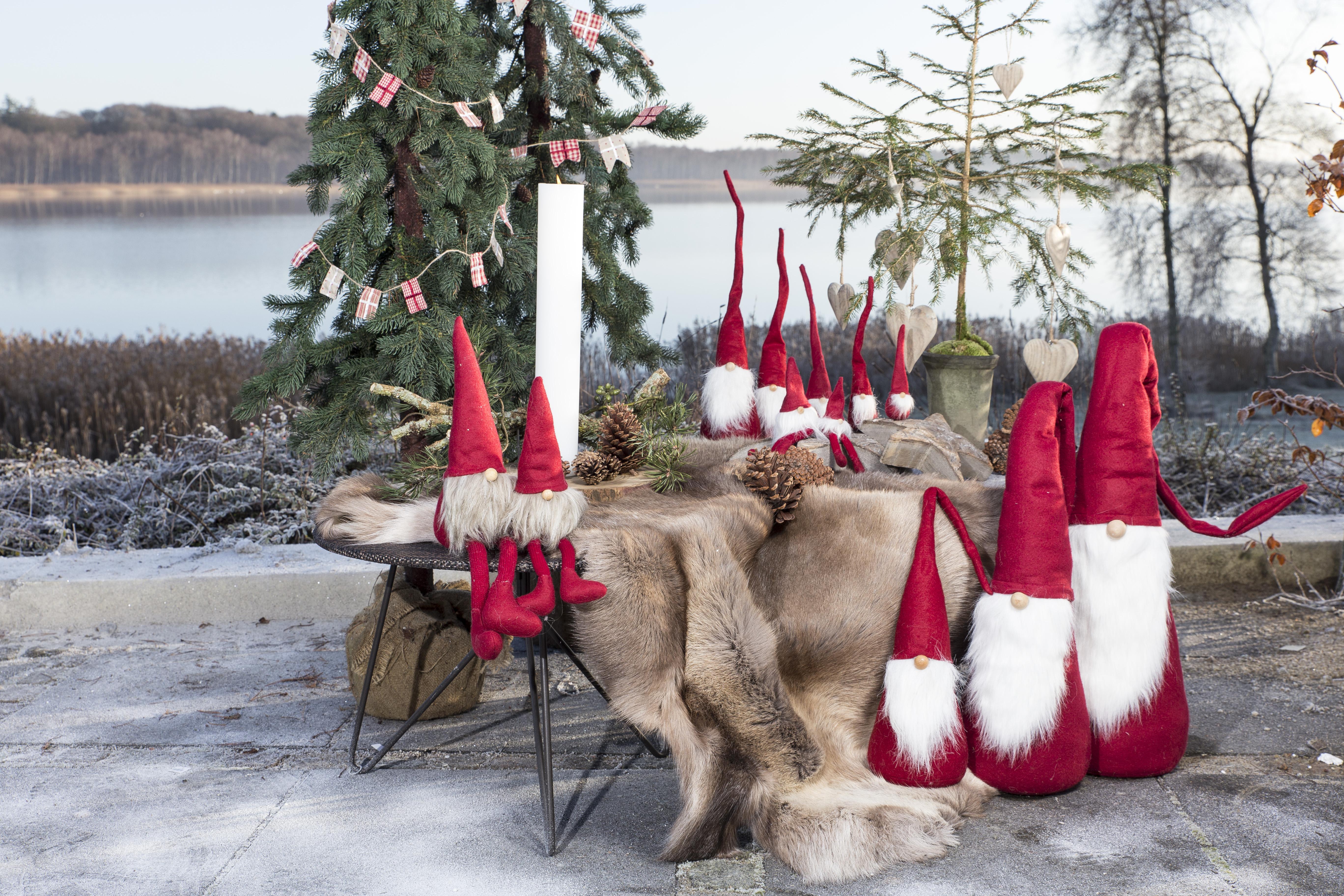 Ungdommelige Julepynt - vi har mange søde nisser og led lyskugler og pynt der GY05