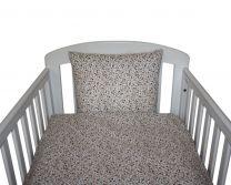 Nørgaard Madsen økologisk babysengetøj 70x100 cm - Hvid m/rød-brune blomster